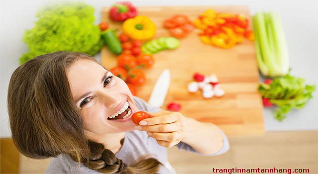 Cách chăm sóc da mặt bị tàn nhang bằng con đường ăn uống