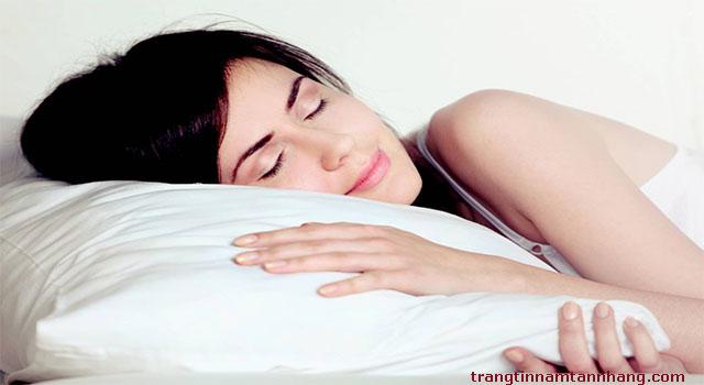 Ngủ đủ giấc là cách chăm sóc da mặt bị tàn nhang