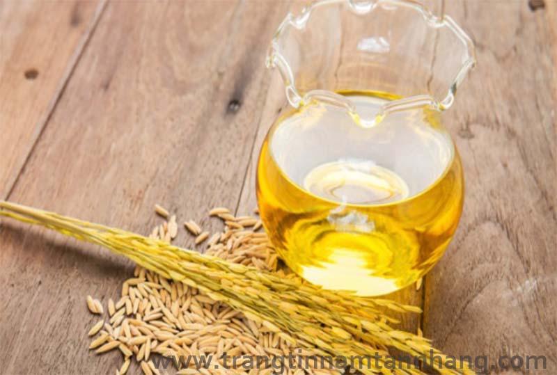 cách chữa tàn nhang trên mặt bằng dầu cám gạo