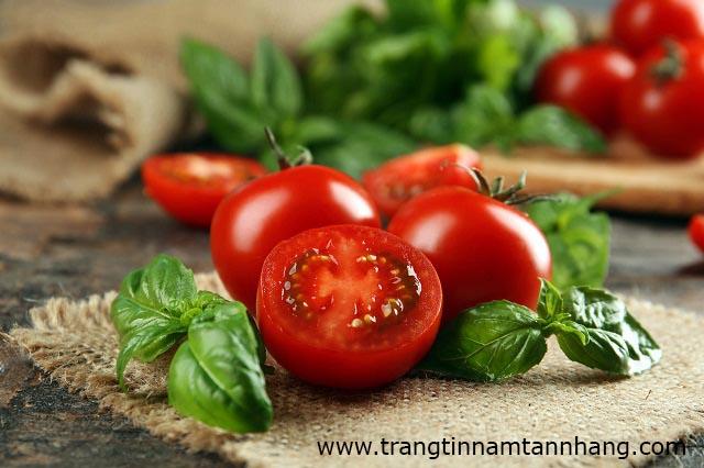 Bị tàn nhang nên ăn cà chua