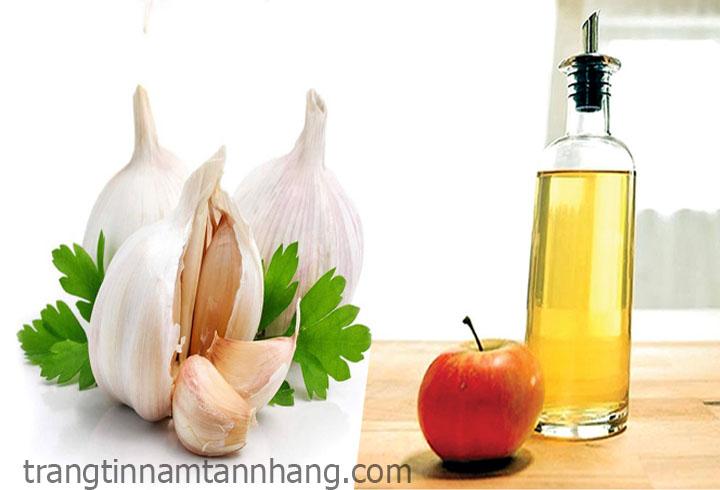 Trị nám da tàn nhang bằng tỏi và giấm táo