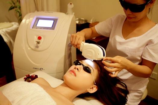 Hỏi về phương pháp trị nám da bằng ánh sáng Elight