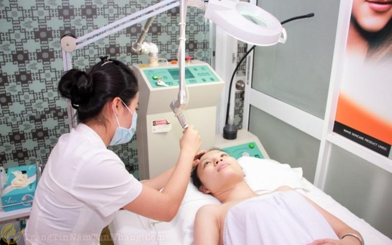 Bắn tia laser trị tàn nhang tại Bệnh viện Da Liễu TPHCM