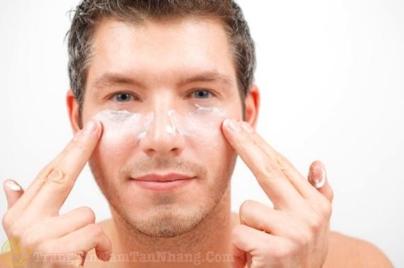 Nám da ở nam giới do dùng kem dưỡng không an toàn