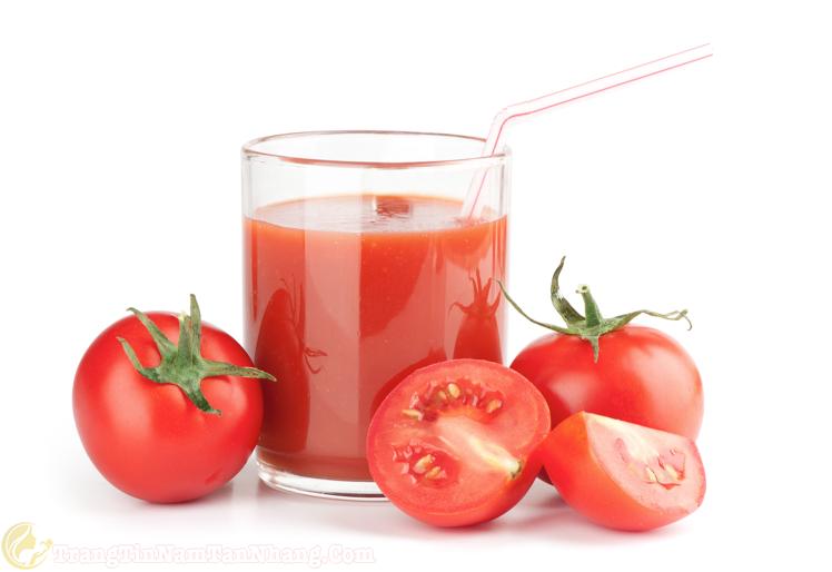 Uống nước ép cà chua trị nám da tại nhà