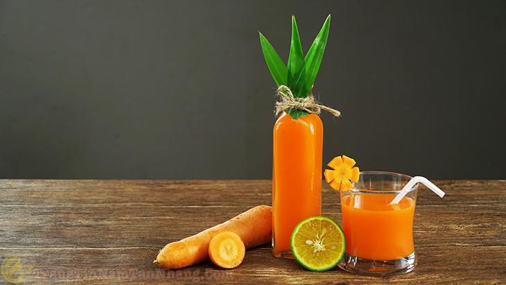 Uống nước ép cà rốt trị nám da