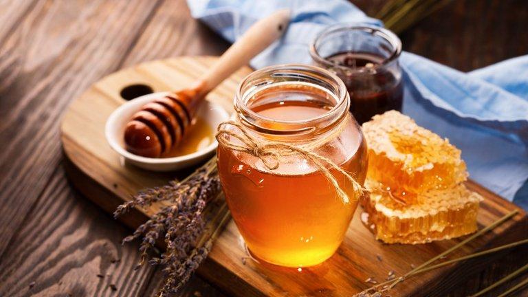 Mật ong có tác dụng khá tốt trong việc điều trị tàn nhang