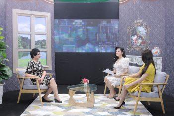 Bác sĩ Nhuần và khách mời chia sẻ tại chương trình